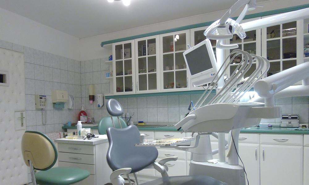 Kivehető fogpótlás, Galerie, Dr. Szabadkai Péter