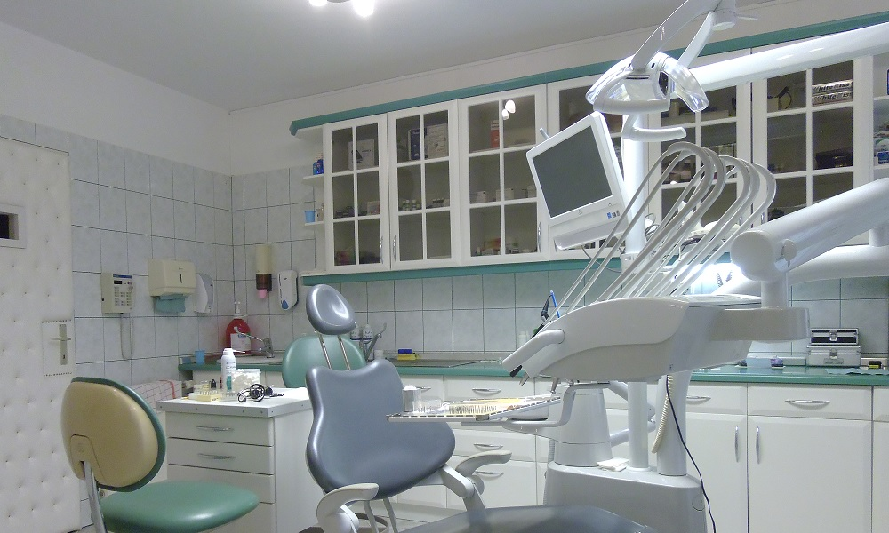 Kivehető fogpótlás, Galéria, Dr. Szabadkai Péter